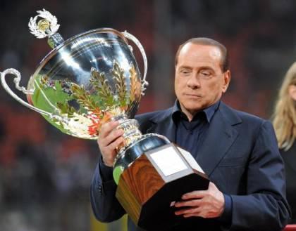 Berlusconi e il trofeo