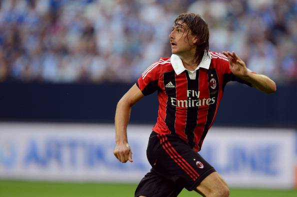 AC Milans defender Francesco Acerbi play