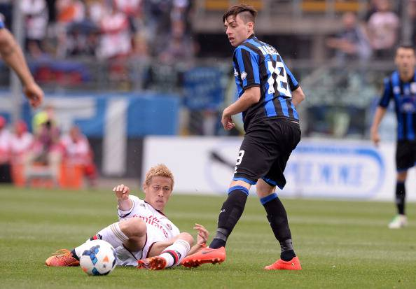 Keisuke Honda vs Daniele Baselli (Getty Images)