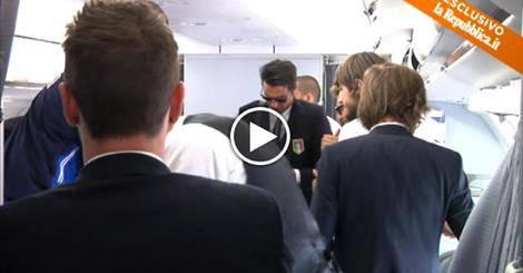 Il video di Buffon in aereo