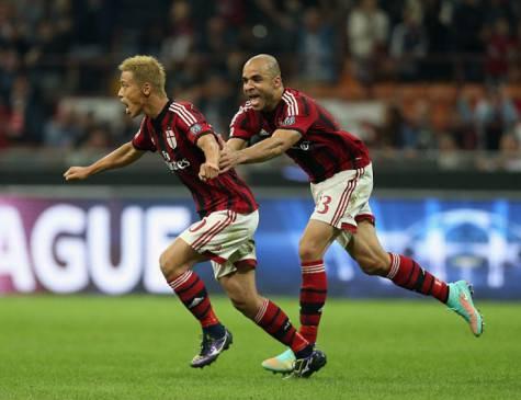 La gioia di Honda e Alex dopo il gol del giapponese