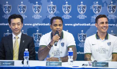 Bee Taechaubol, Fabio Cannavaro e Patrick Kluivert (Getty Images)