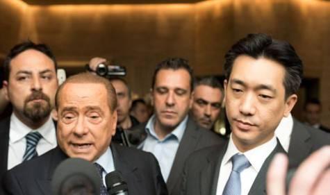 Berlusconi e Mr. Bee (foto ilsecoloxix)
