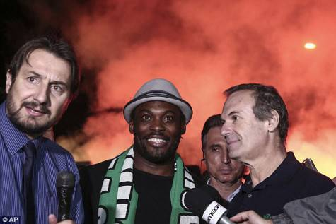 Michael Essien ad Atene (foto by dailymail.co.uk)