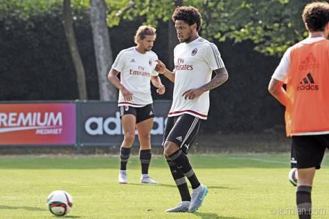 Luiz Adriano (foto acmilan.com)