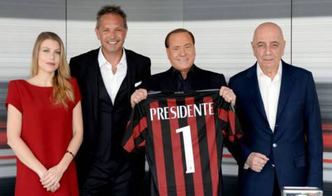 Barbara Berlusconi, Sinisa Mihajlovic, Silvio Berlusconi e Adriano Galliani (acmilan.com)