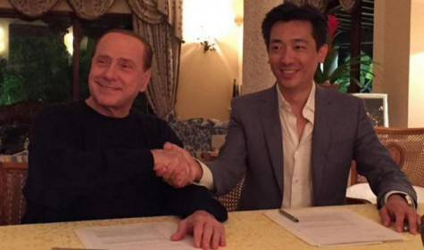 Silvio Berlusconi e Bee Taechaubol (photo by Twitter)