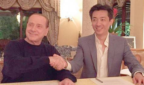 Berlusconi e Mr. Bee (foto twitter)