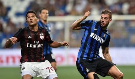 Carlos Bacca e Davide Santon (getty images)