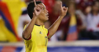 Carlos Bacca in gol con la Colombia (foto dal web)