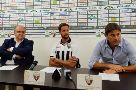 Presentazione di Luca Antonini all'Ascoli (foto Facebook)