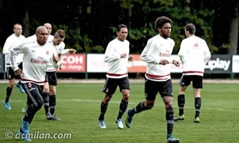 I rossoneri in allenamento a Milanello (Foto acmilan.com)