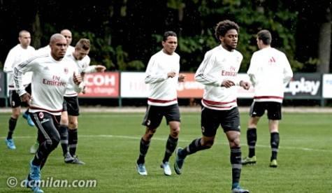 La squadra rossonera si allena a Milanello (foto acmilan.com)