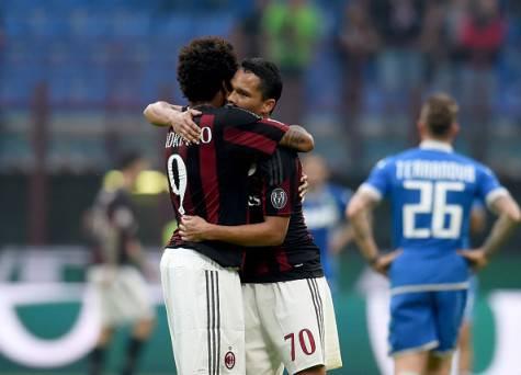 Luiz Adriano abbraccia Carlos Bacca (© getty images)