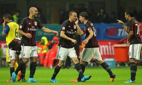 L'esultanza dei rossoneri al gol di Antonelli (Getty Images)