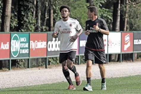 Luiz Adriano e Antonio Bovenzi (foto acmilan)