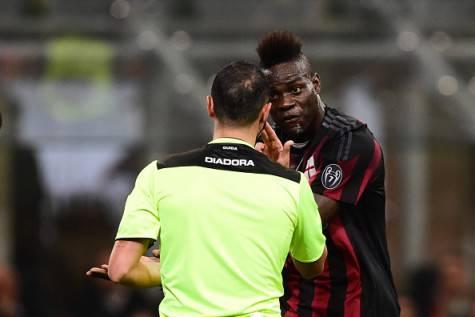 Mario Balotelli e l'arbitro Guida (©getty images)