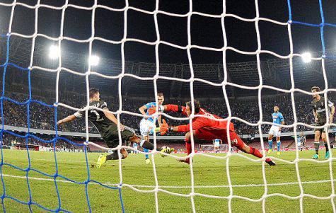 Il gol di Milik contro il Milan (©getty images)