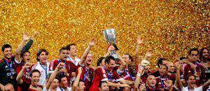 Il Milan festeggia la Supercoppa 2011 (©getty images)