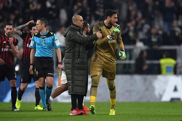 Donnarumma bacia la maglia del Milan