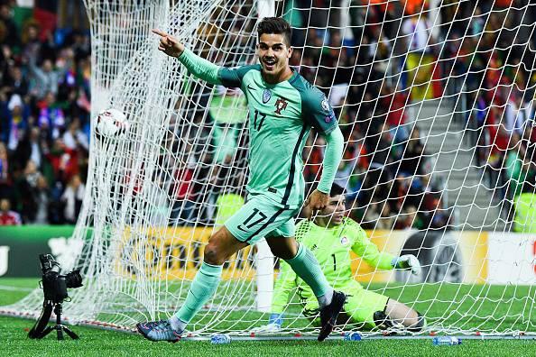 YOUTUBE Lichsteiner e il fallo su Andrè Silva durante Portogallo-Svizzera