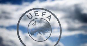 UEFA cambia calendario