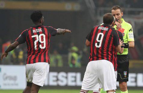 Gonzalo Higuain arbitro Mazzoleni Milan Juventus