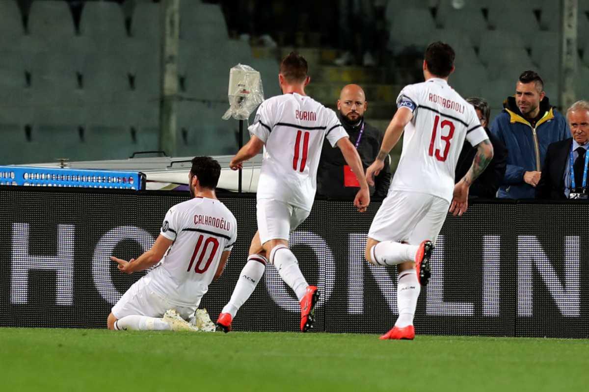 Calhanoglu esulta in Fiorentina-Milan