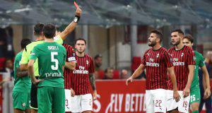 Mateo Musacchio espulso dall'arbitro Giacomelli in Milan-Fiorentina