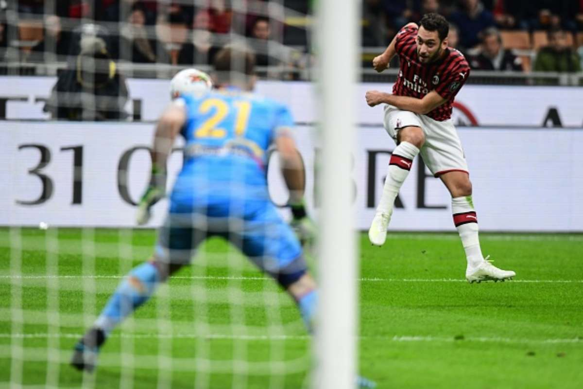 Gol di Calhanoglu in Milan-Lecce
