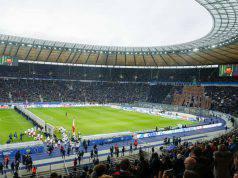Olympia Stadion di Berlino video crollo muro