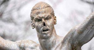 Statua Ibrahimovic Malmo senza naso