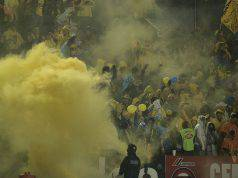 Fumogeni allo stadio (Getty Images)