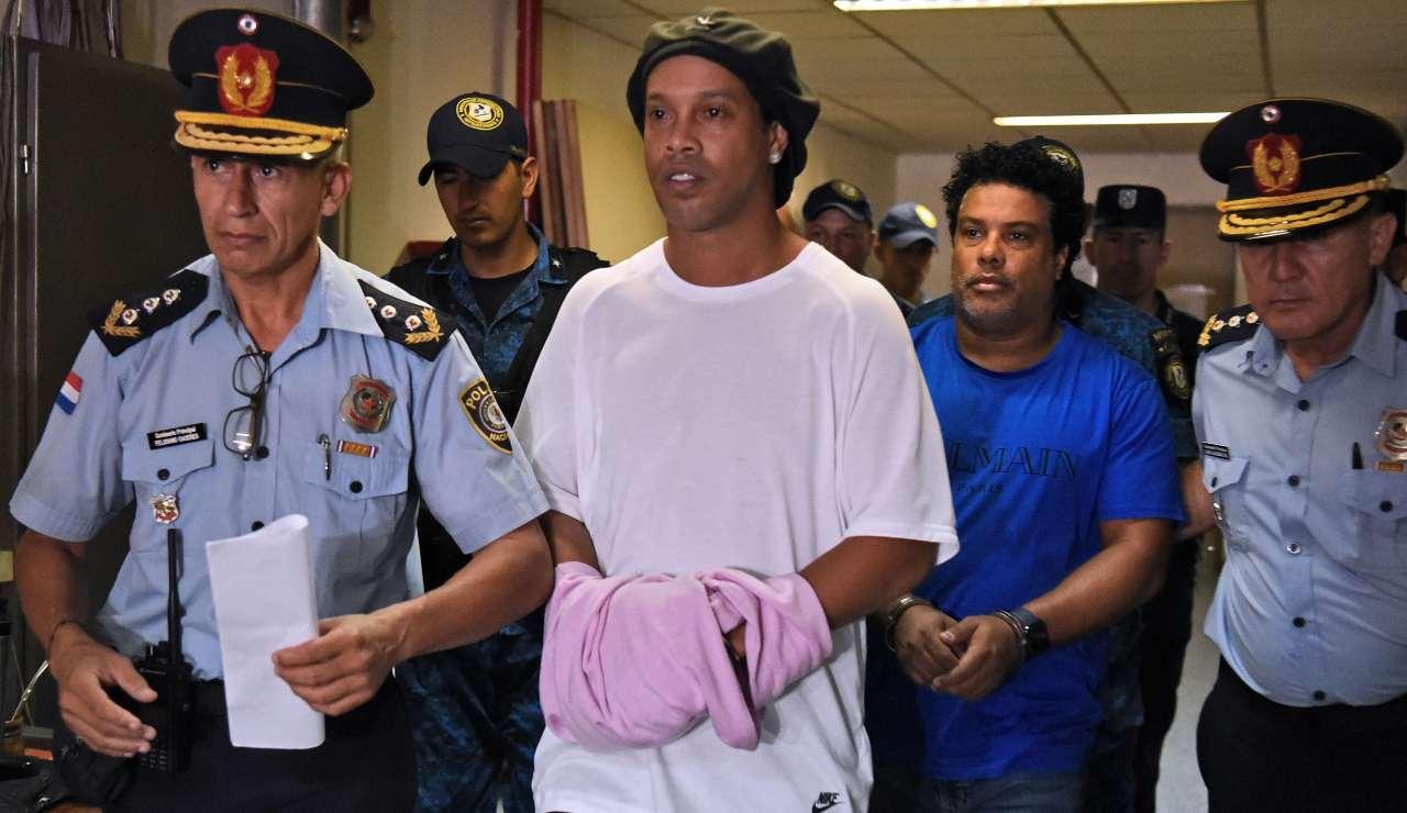Ronaldinho arrestato