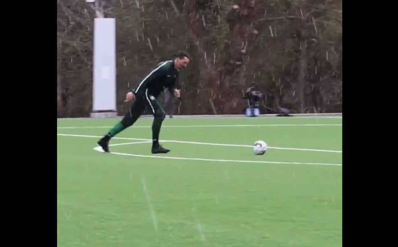 Ibrahimovic gol in allenamento all'Hammarby