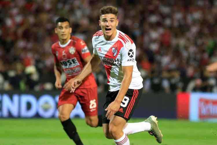 Milan, sfida alla Juve per Julian Alvarez