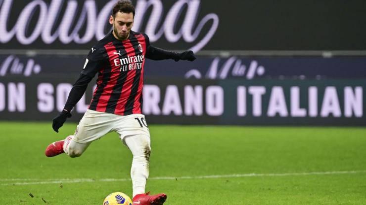Calhanoglu rinnovo Milan incontro agente