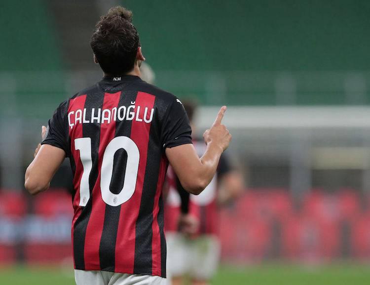 Hakan Calhanoglu rinnovo milan compleanno