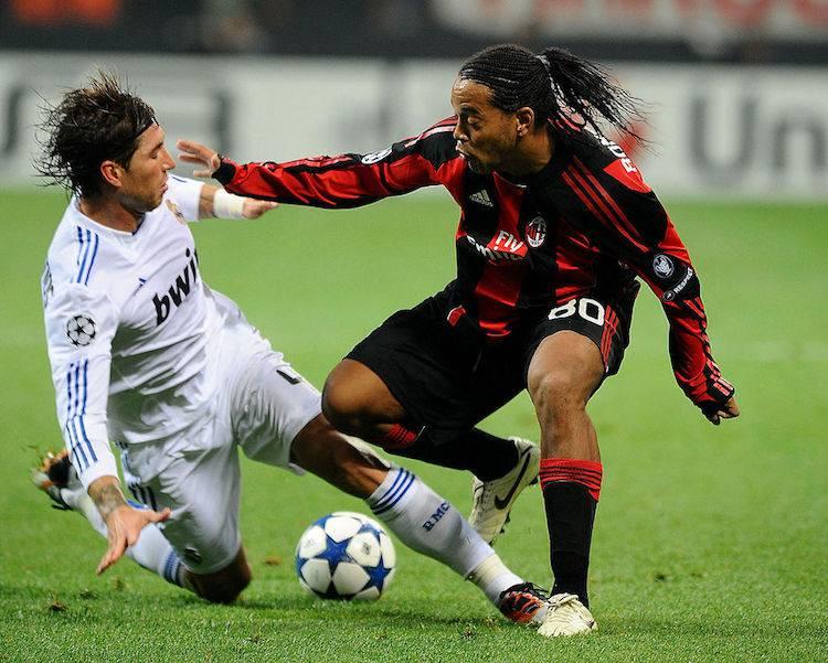 Ronaldinho tunnel Ramos
