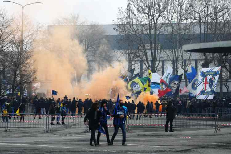 Tifoso interista abbonato Milan