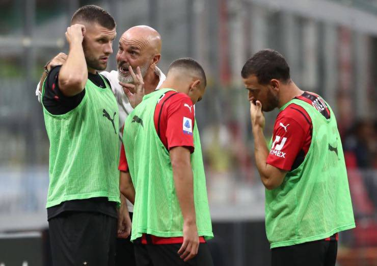 Stefano Pioli insieme ai giocatori